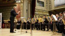 Corul colegiului National de Arte Dinu Lipatti si dirijorul.